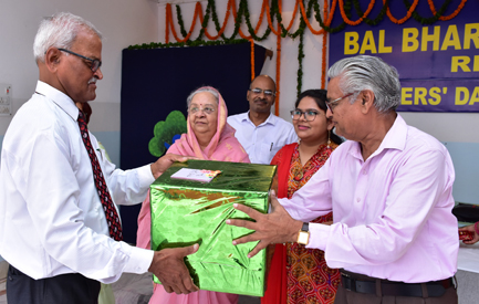 School Director being honoured - Teachers' Day