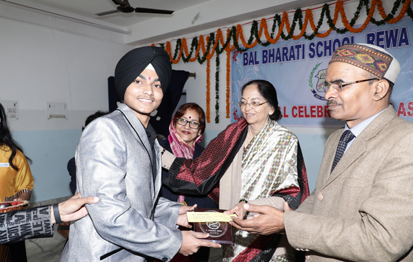 School Capt. receiving the memento